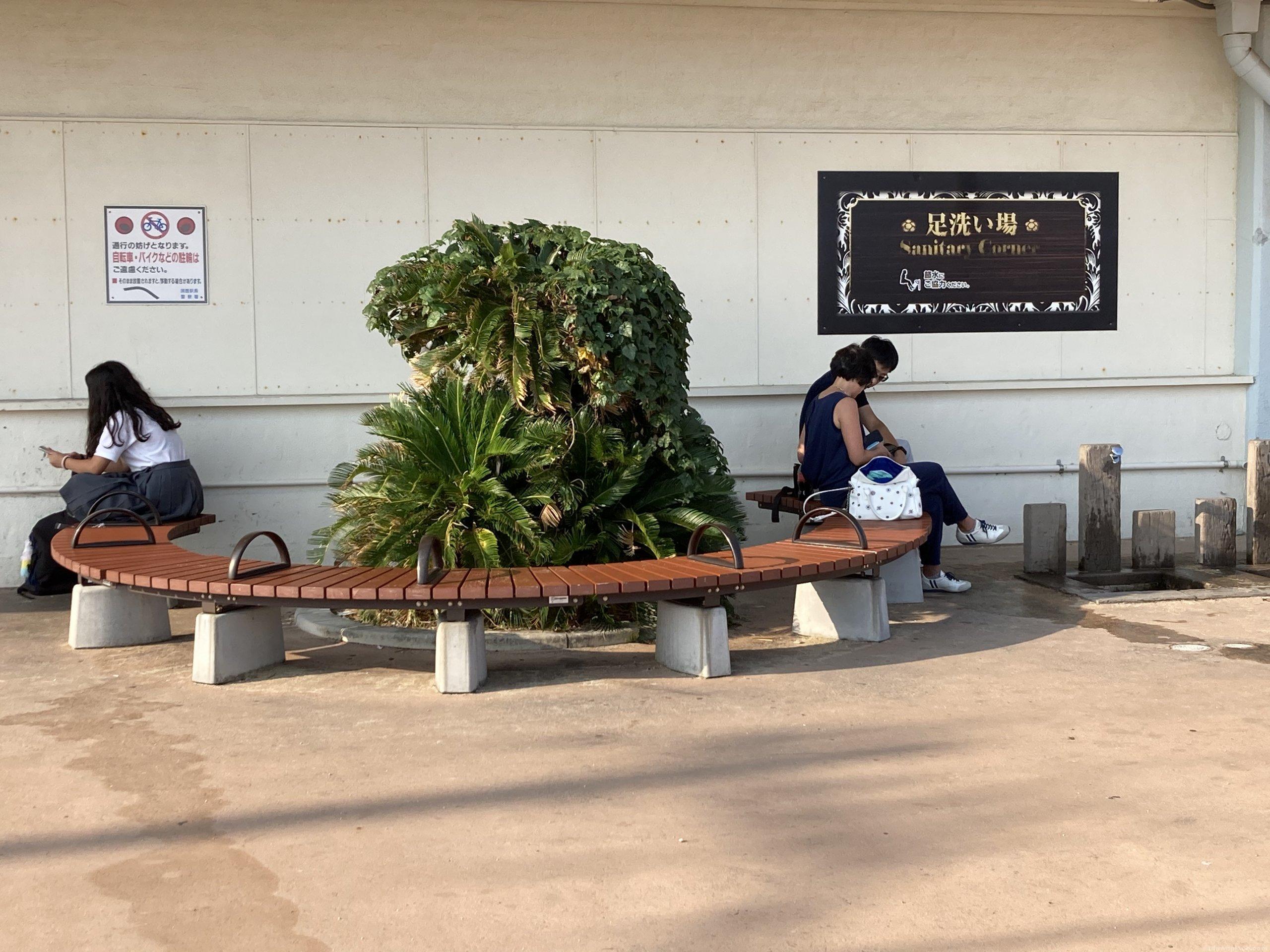【須磨駅】南口階段下の休憩場所3