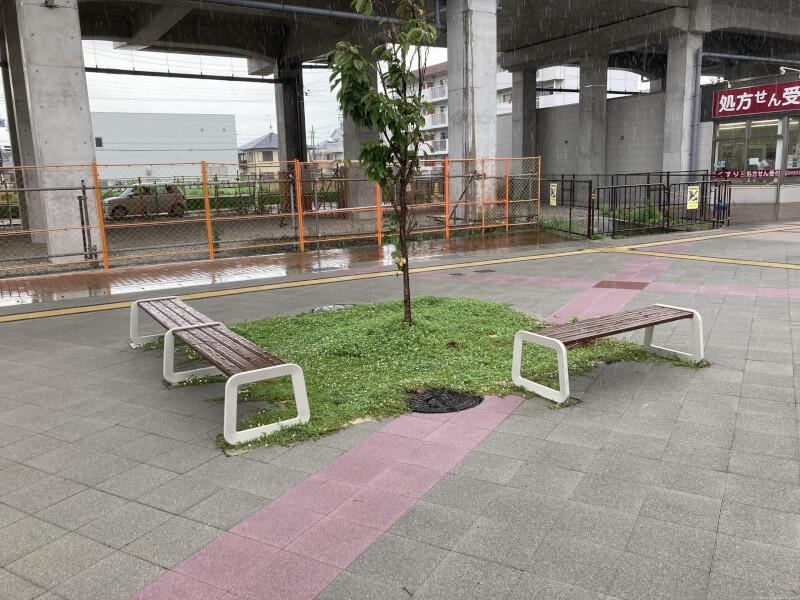 【西新町駅】北口(西側)の休憩場所1