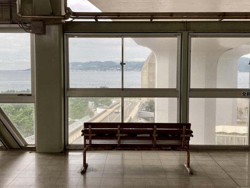 【舞子駅】高速舞子 バスのりば下の休憩場所4