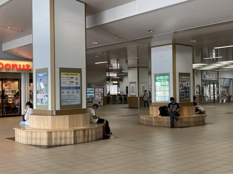 【福知山駅】改札前コンコースの休憩場所3