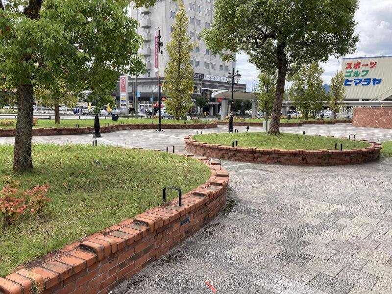 【福知山駅】南口公園の休憩場所3