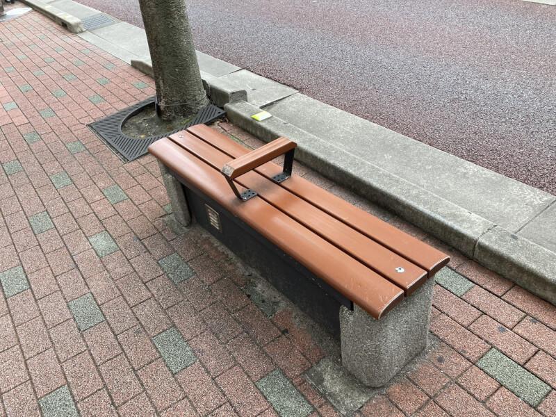 【江坂駅】東急ハンズ前の休憩場所2