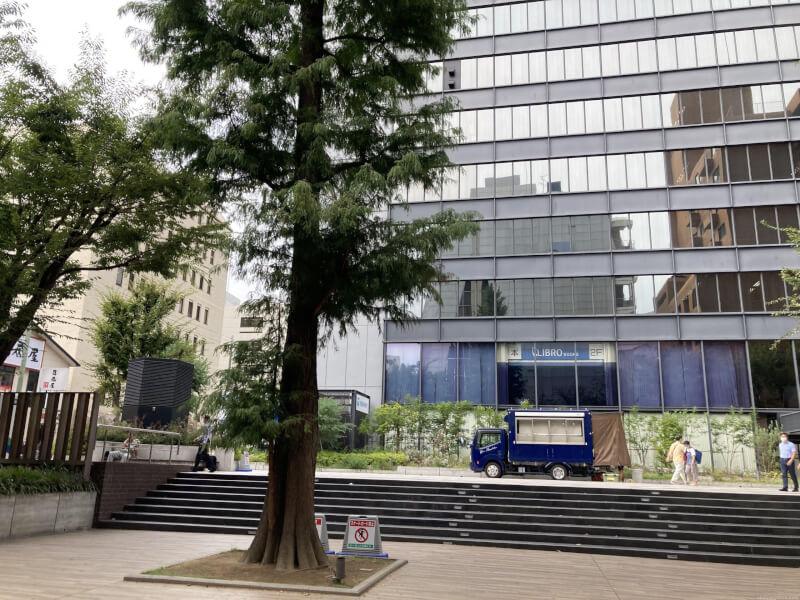 【江坂駅】池田泉州銀行となりの休憩場所2