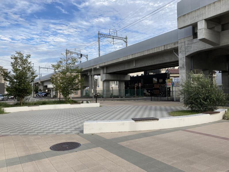 【西新町駅】北口(東側)の休憩場所4