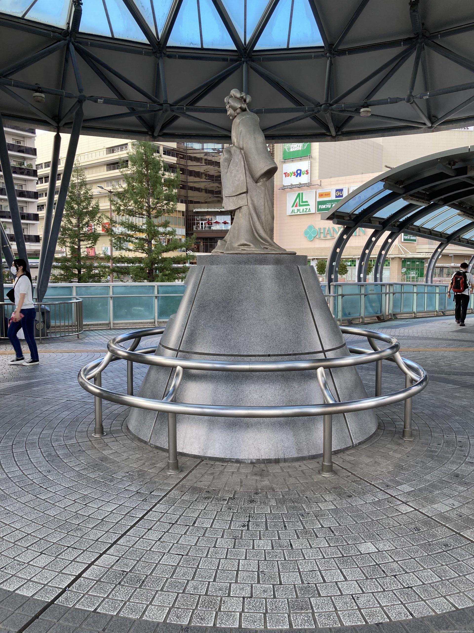 【尼崎駅】北側の梅川の像の休憩場所3
