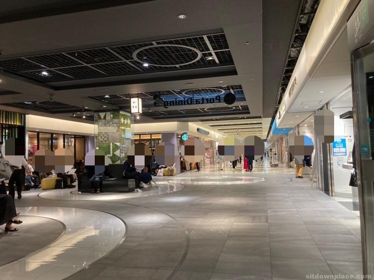 【京都駅】ポルタ地下街 よりみちスクエアの休憩場所1