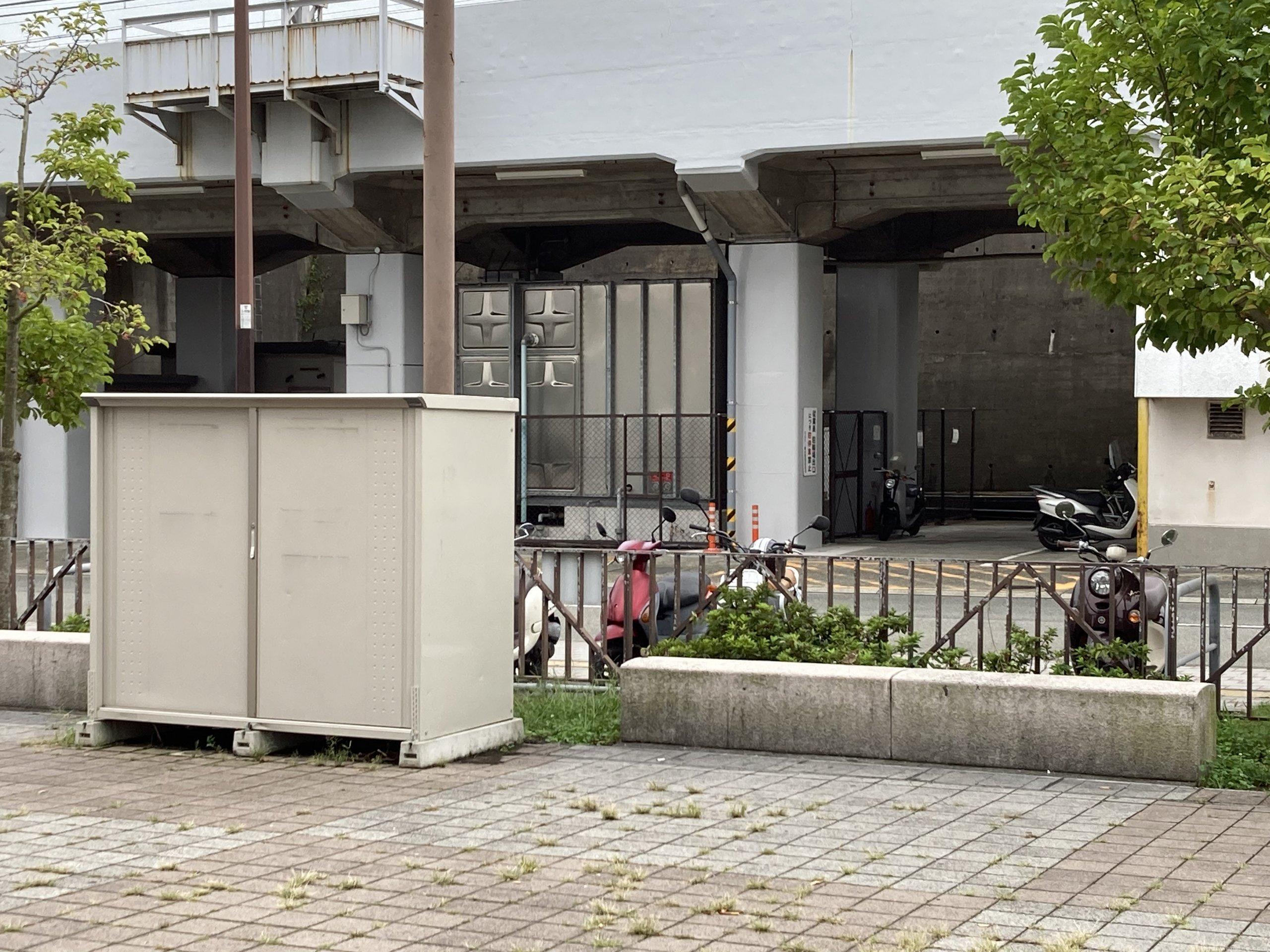 【垂水駅】東改札口を出た広場の休憩場所3