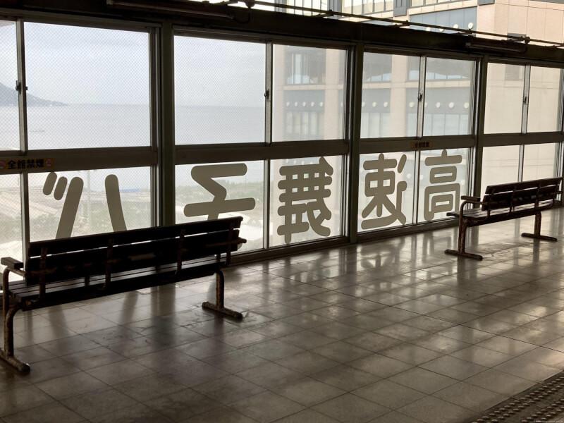 【舞子駅】高速舞子 バスのりば下の休憩場所3