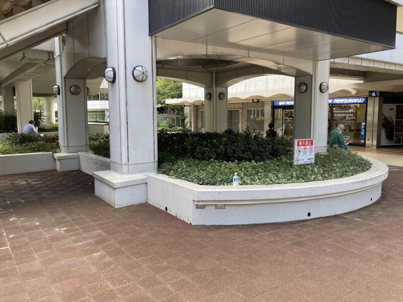 【東梅田駅】大阪駅前第4ビル東側の休憩場所3