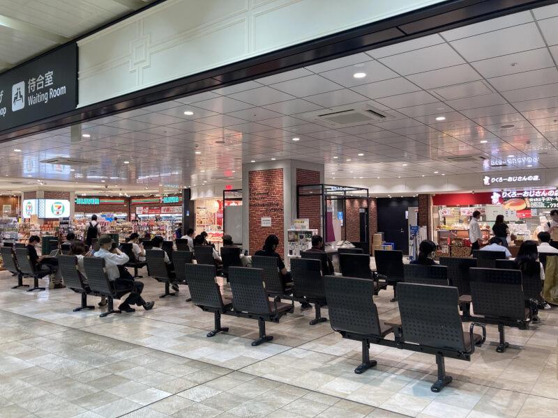 【新大阪駅】3F待合室の休憩場所2