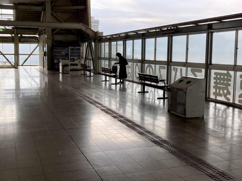 【舞子駅】高速舞子 バスのりば下の休憩場所2