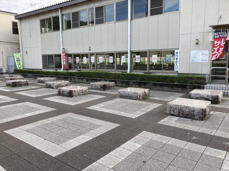 【園部駅】西出口の休憩場所2