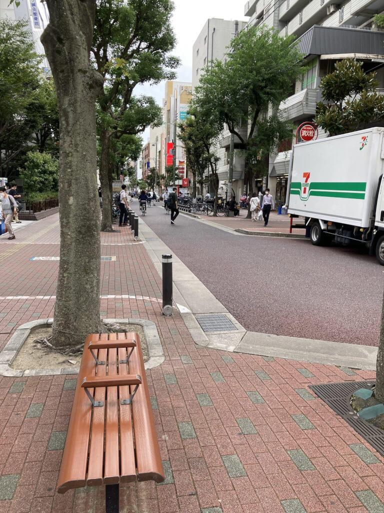 【江坂駅】池田泉州銀行まえの休憩場所2