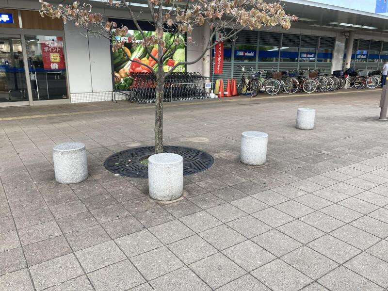 【加古川駅】南口正面の休憩場所3