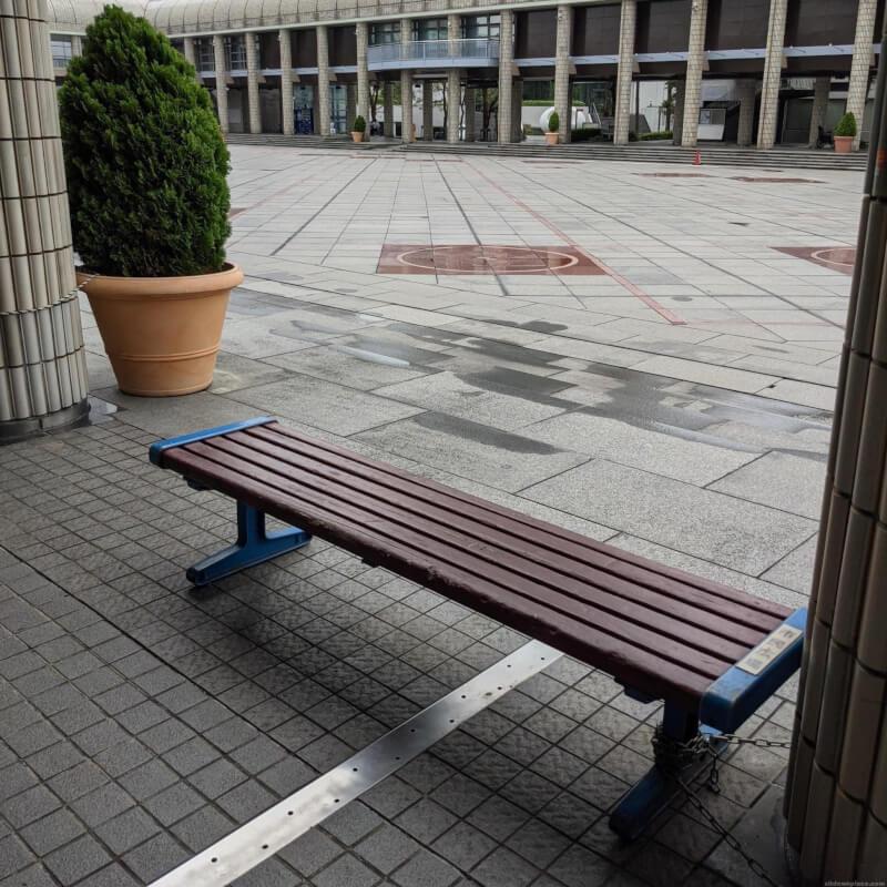 【市民広場駅】市民広場通路下の休憩場所1