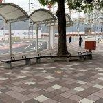 【朝霧駅】北口の東側の休憩場所