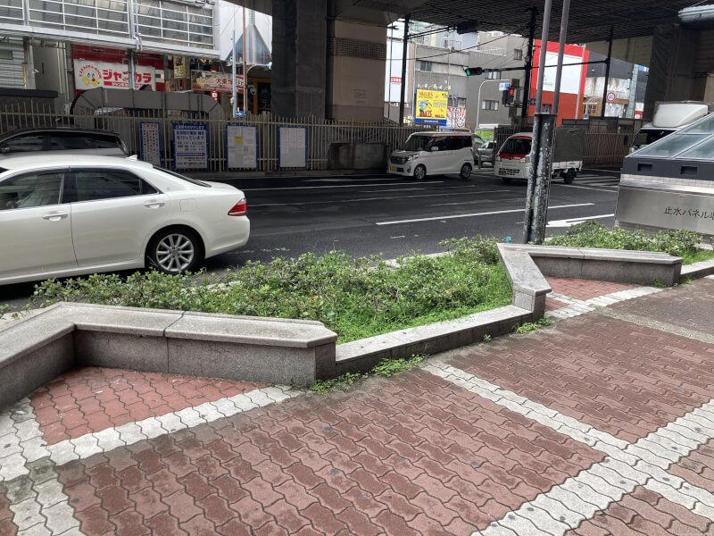 【東梅田駅】東通り商店街の休憩場所2