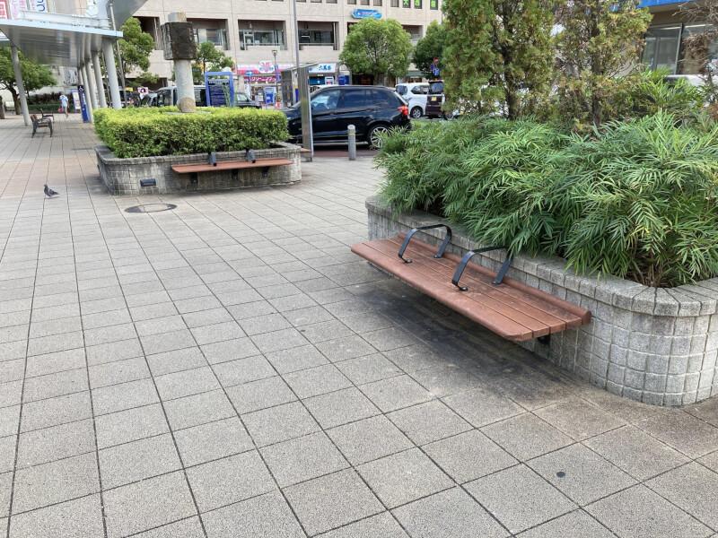 【加古川駅】南口正面の休憩場所1