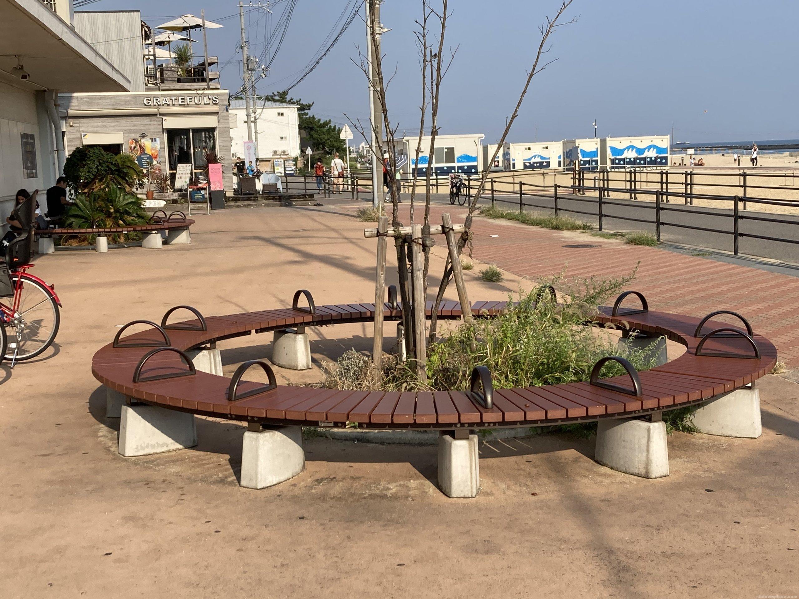 【須磨駅】南口階段下の休憩場所4
