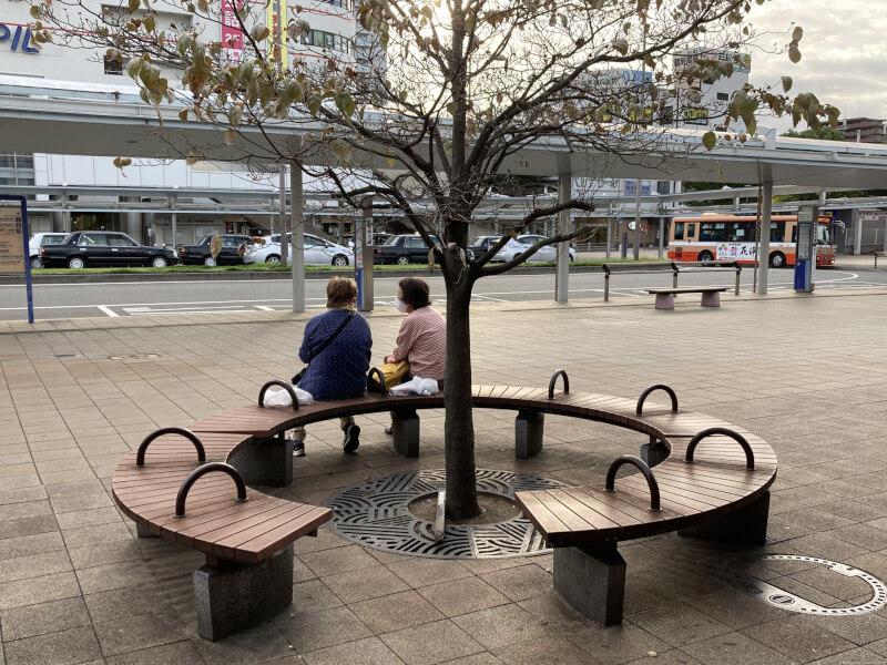 【加古川駅】南口正面の休憩場所5