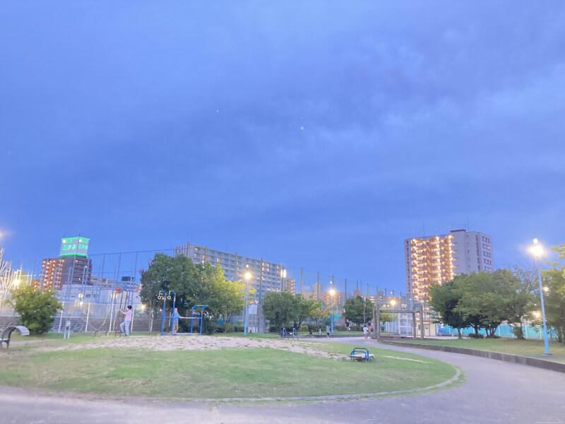 【東三国駅】新駅8号公園の休憩場所1