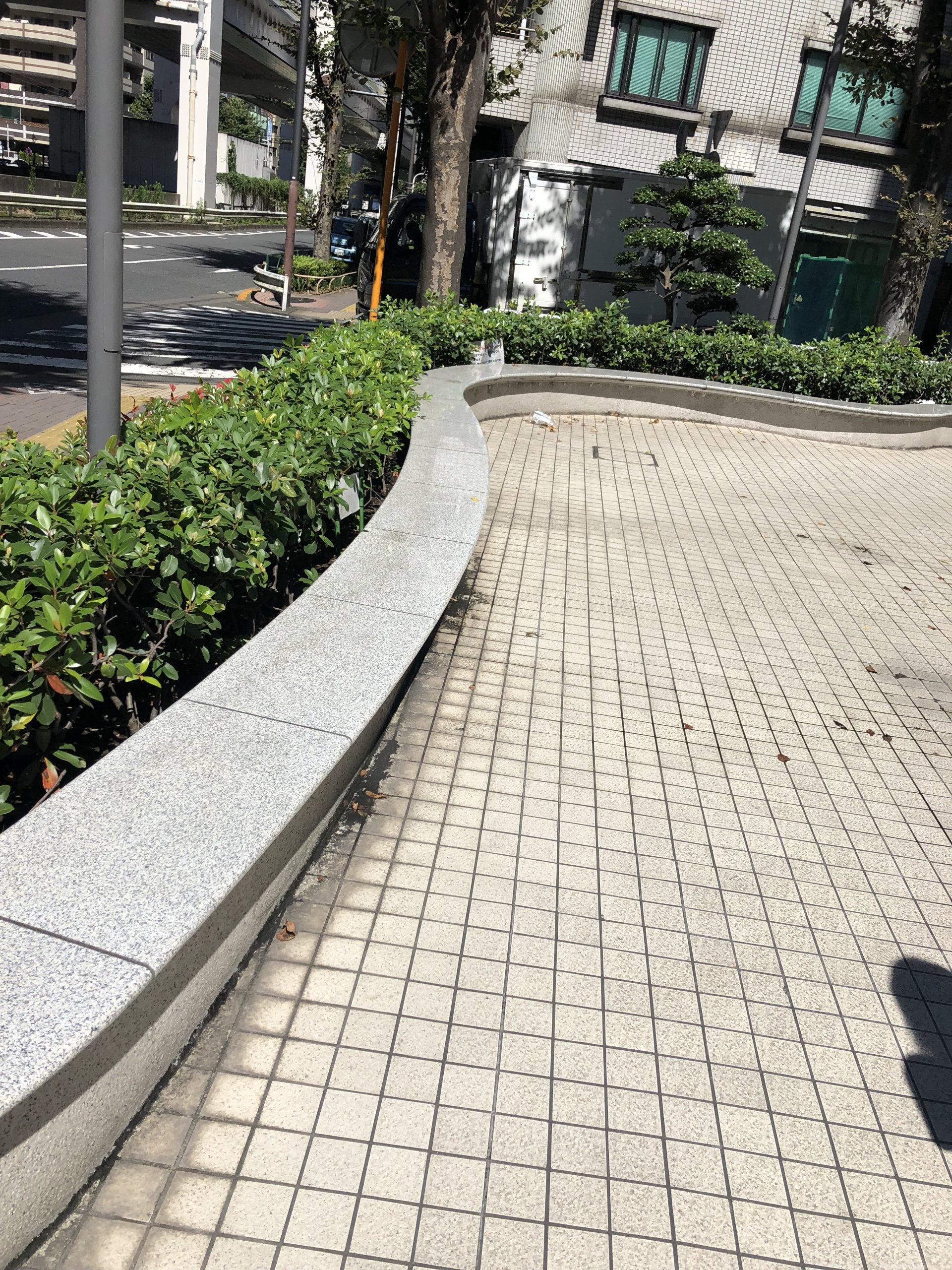 【板橋区役所前駅】板橋区役所の敷地内ベンチの休憩場所3