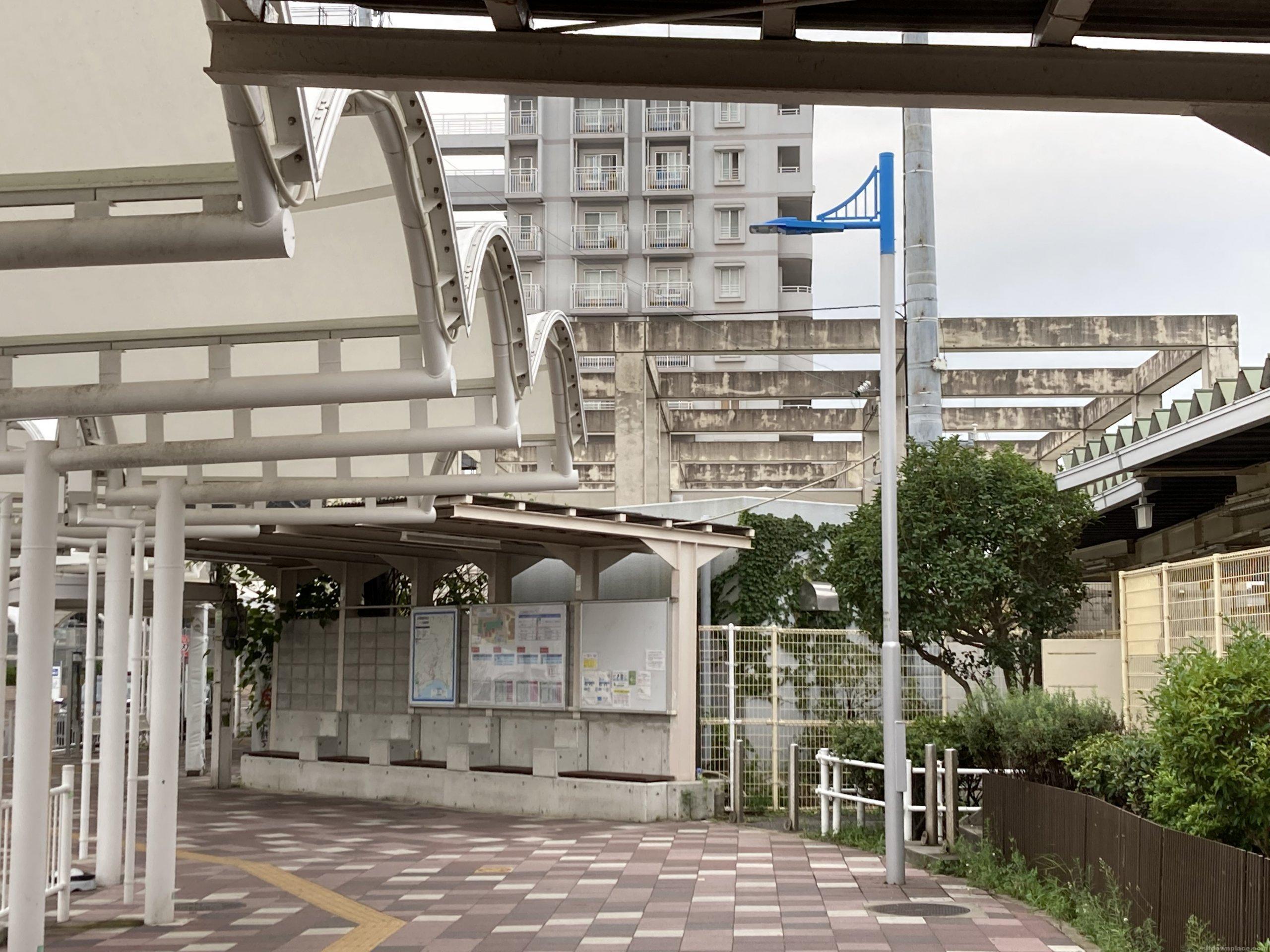 【朝霧駅】北口の西側の休憩場所4