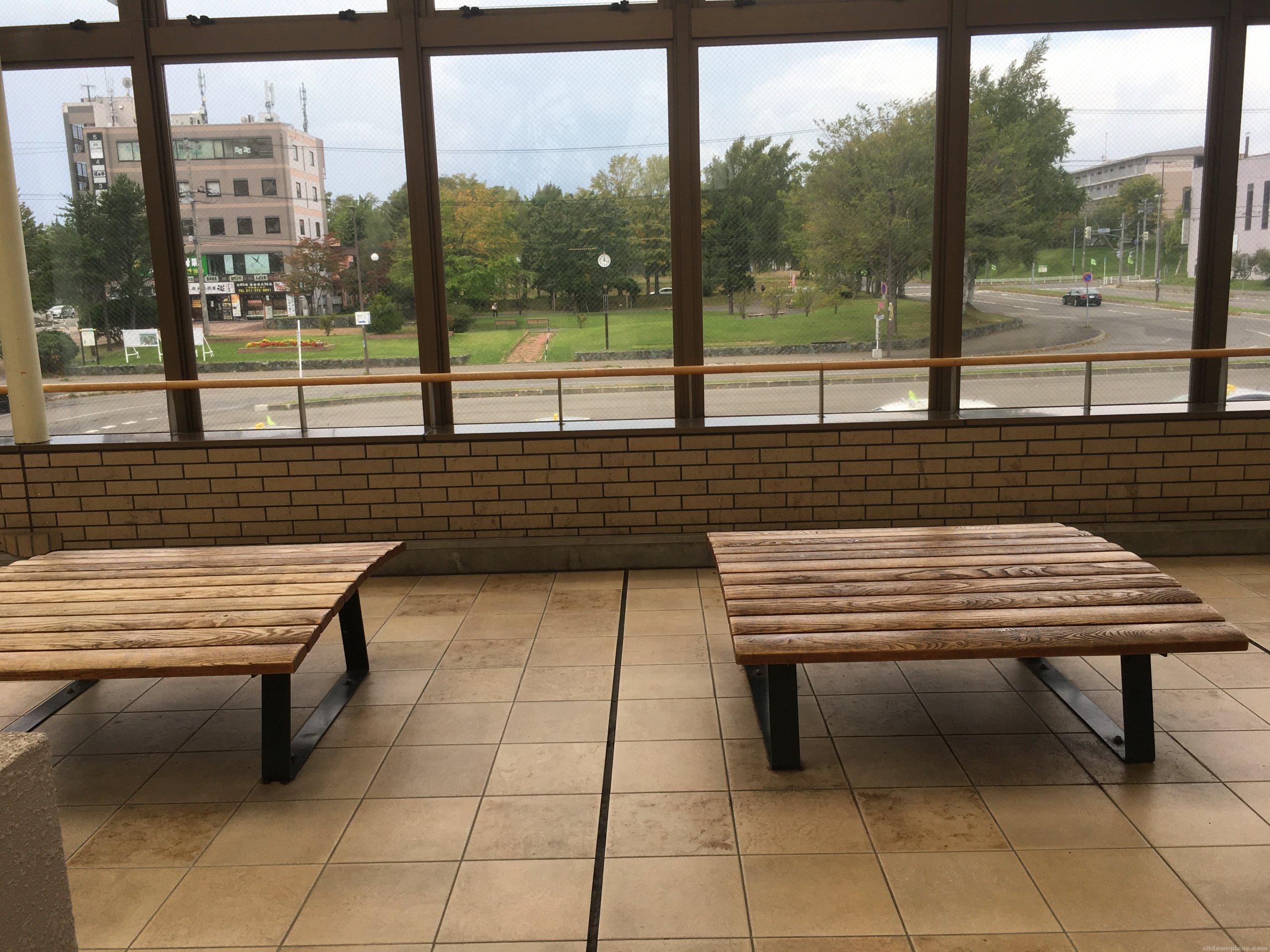 【北広島駅】北広島駅の休憩場所1