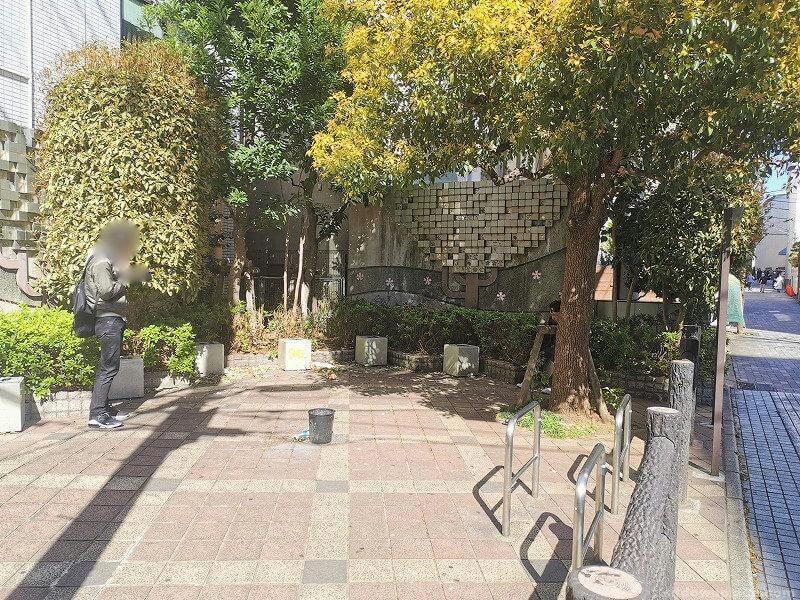 浦和駅武蔵野銀行付近 ポケットパークの休憩場所その1