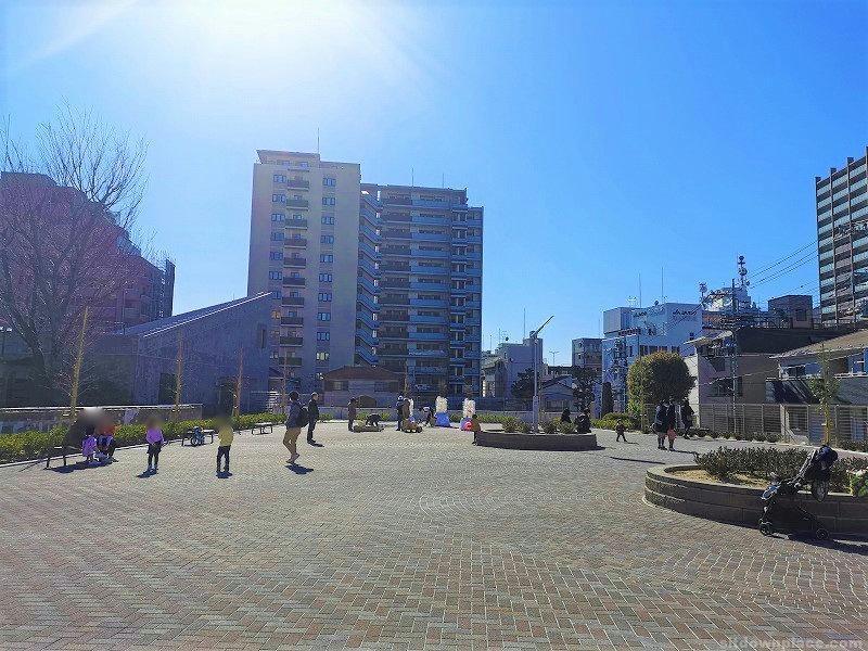 浦和駅埼玉会館広場の休憩場所その2