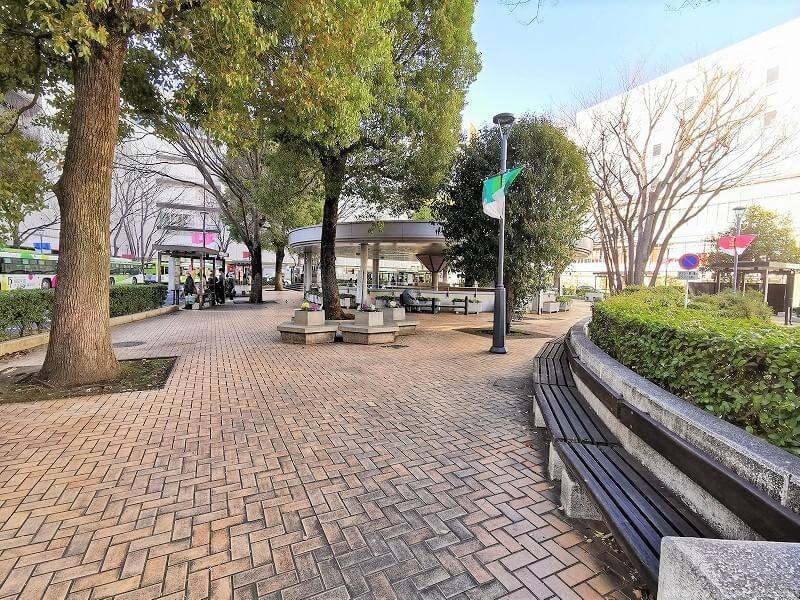 浦和駅西口ロータリーバス停付近の休憩場所その3
