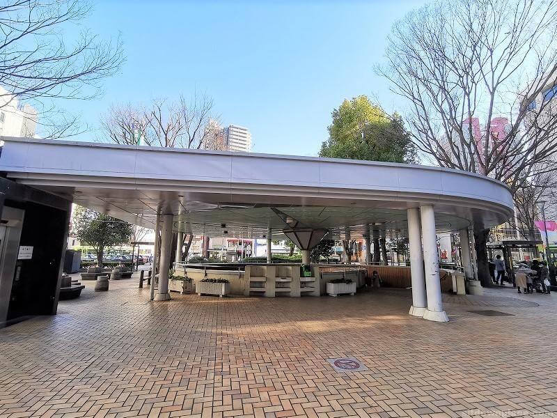 浦和駅西口ロータリーバス停付近の休憩場所その4