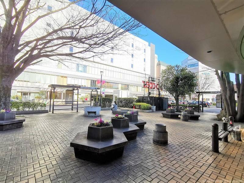 浦和駅西口ロータリーバス停付近の休憩場所その2