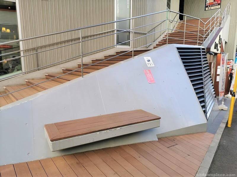 浦和駅Miriスクエア横の休憩場所その4