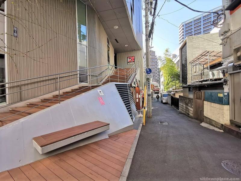 浦和駅Miriスクエア横の休憩場所その2