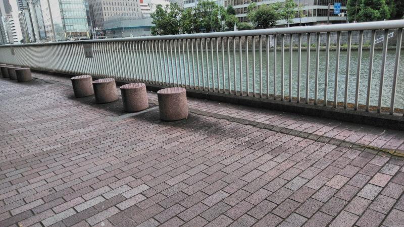 【淀屋橋駅】淀屋橋北詰日本銀行側土佐堀川沿いの休憩場所3