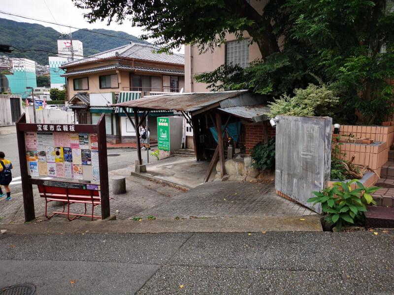 【宝塚駅】JR宝塚駅前広場の休憩場所2