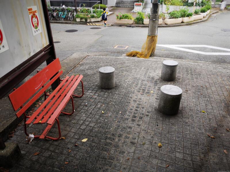 【宝塚駅】JR宝塚駅前広場の休憩場所1