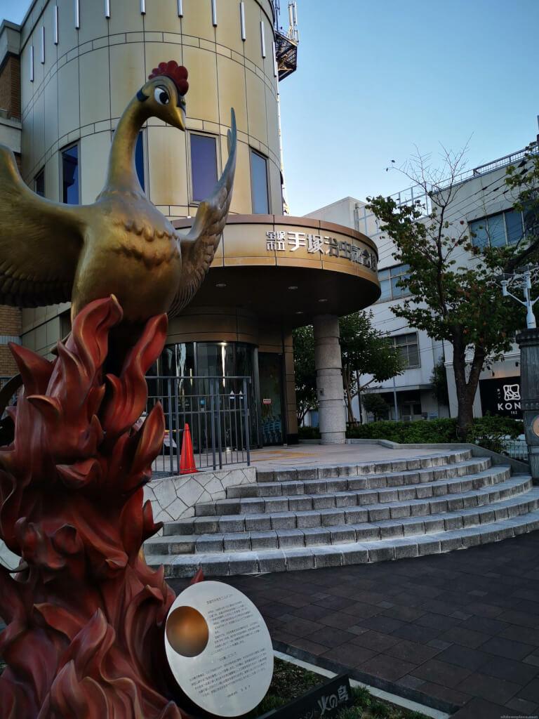 【宝塚南口駅】手塚治虫記念館エントランスの休憩場所2