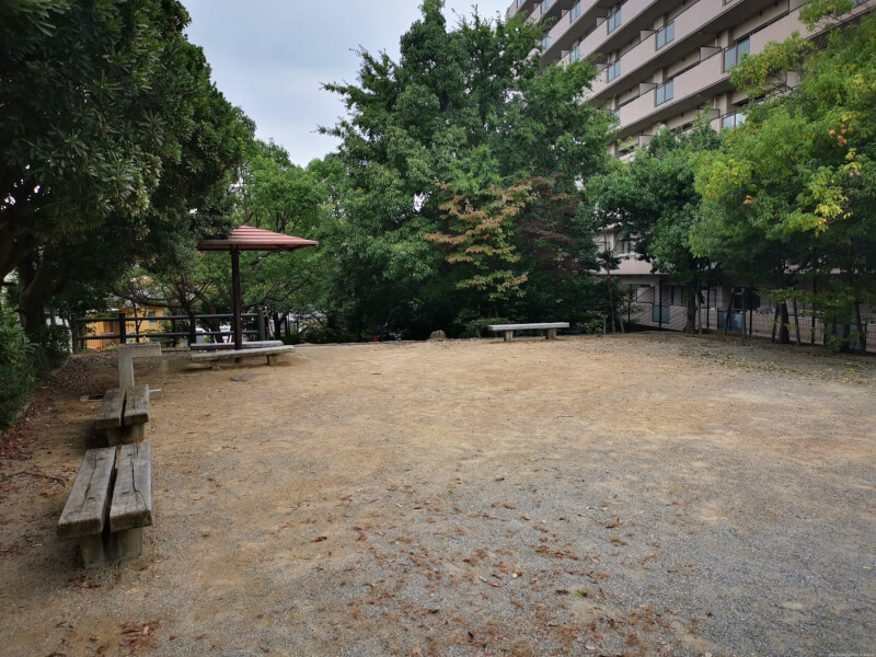 【清荒神駅】旭町一丁目公園の休憩場所4