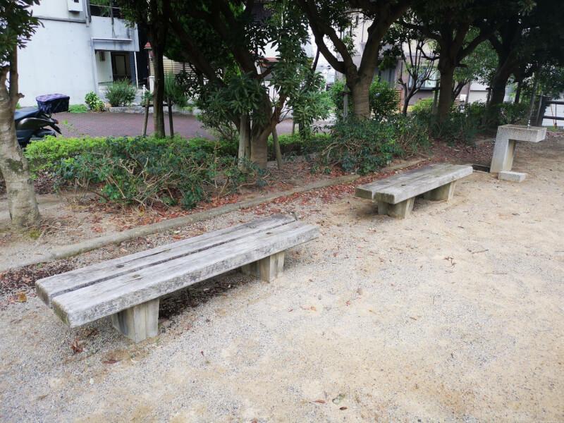 【清荒神駅】旭町一丁目公園の休憩場所3