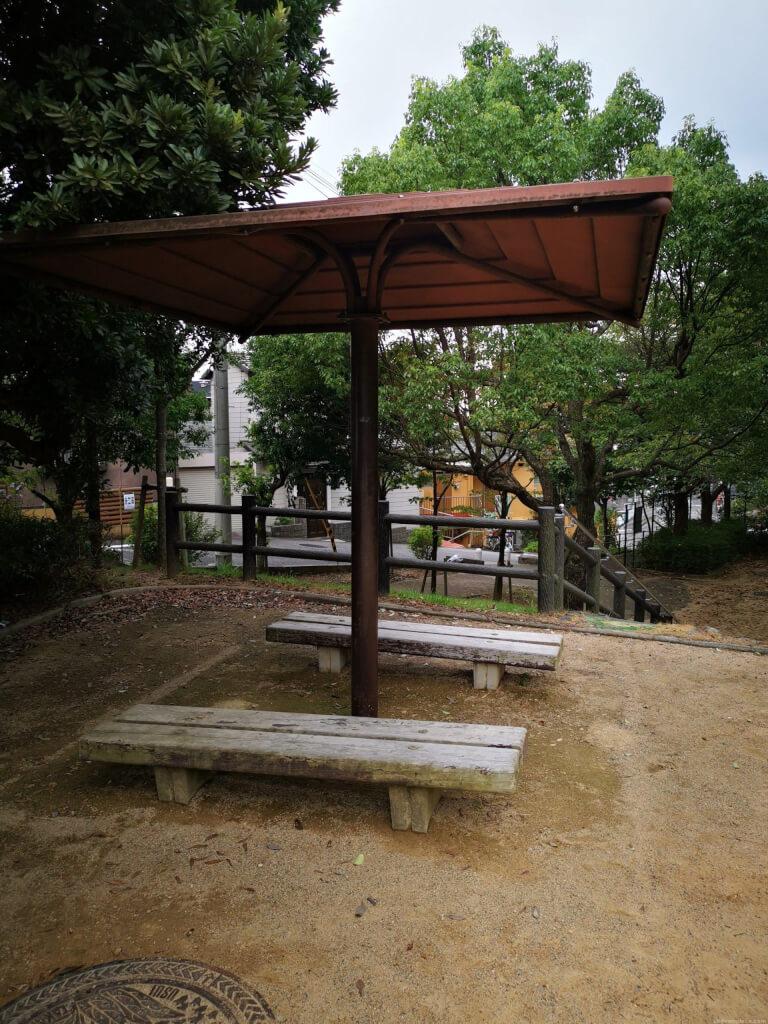 【清荒神駅】旭町一丁目公園の休憩場所2