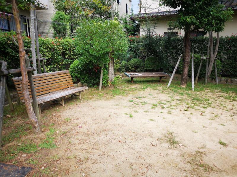 【宝塚駅】川面3丁目記念公園の休憩場所3