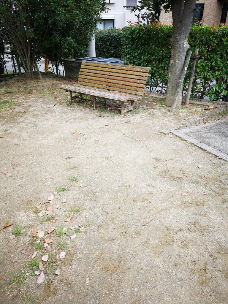 【宝塚駅】川面3丁目記念公園の休憩場所2