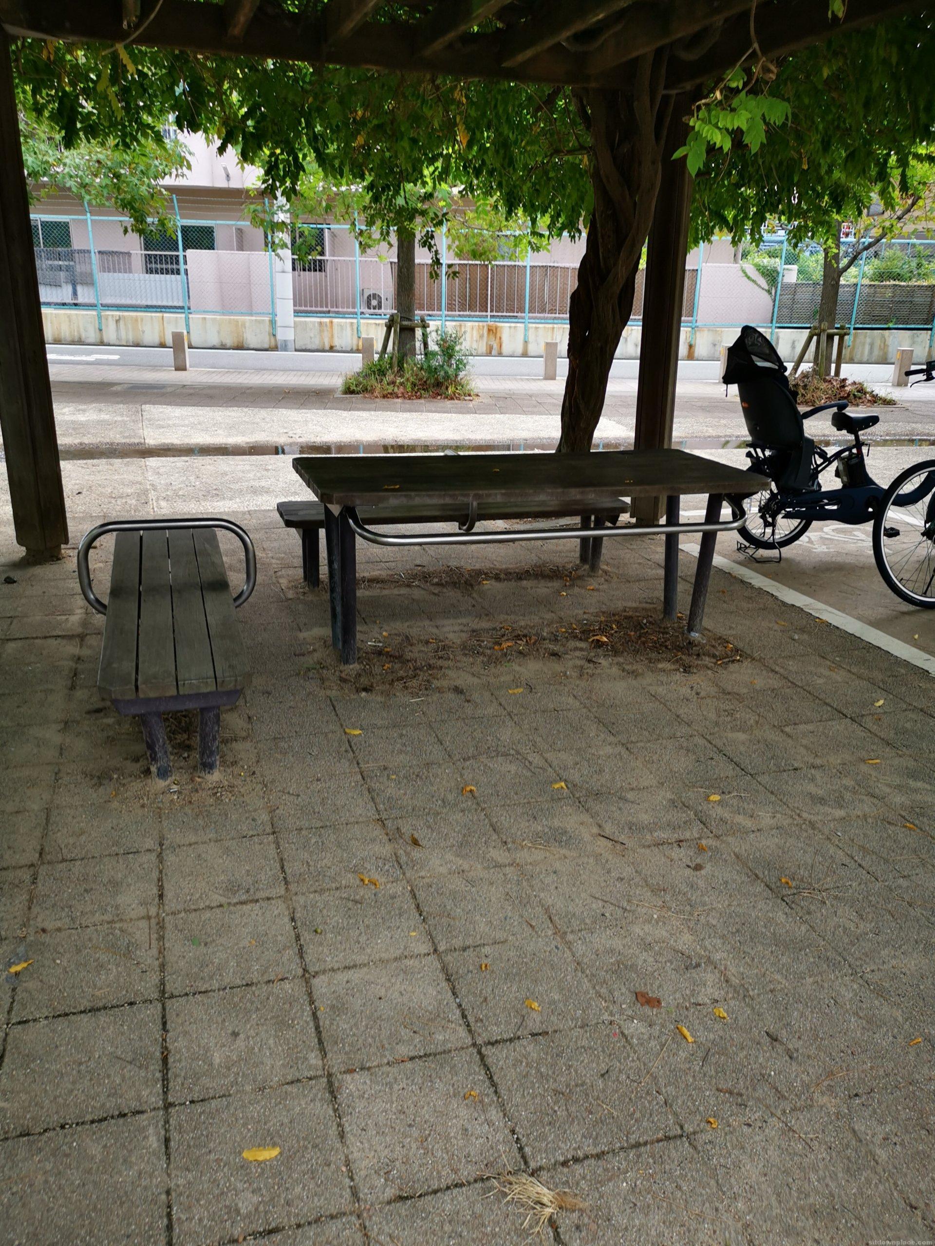 【門戸厄神駅】高木公園内の休憩場所3