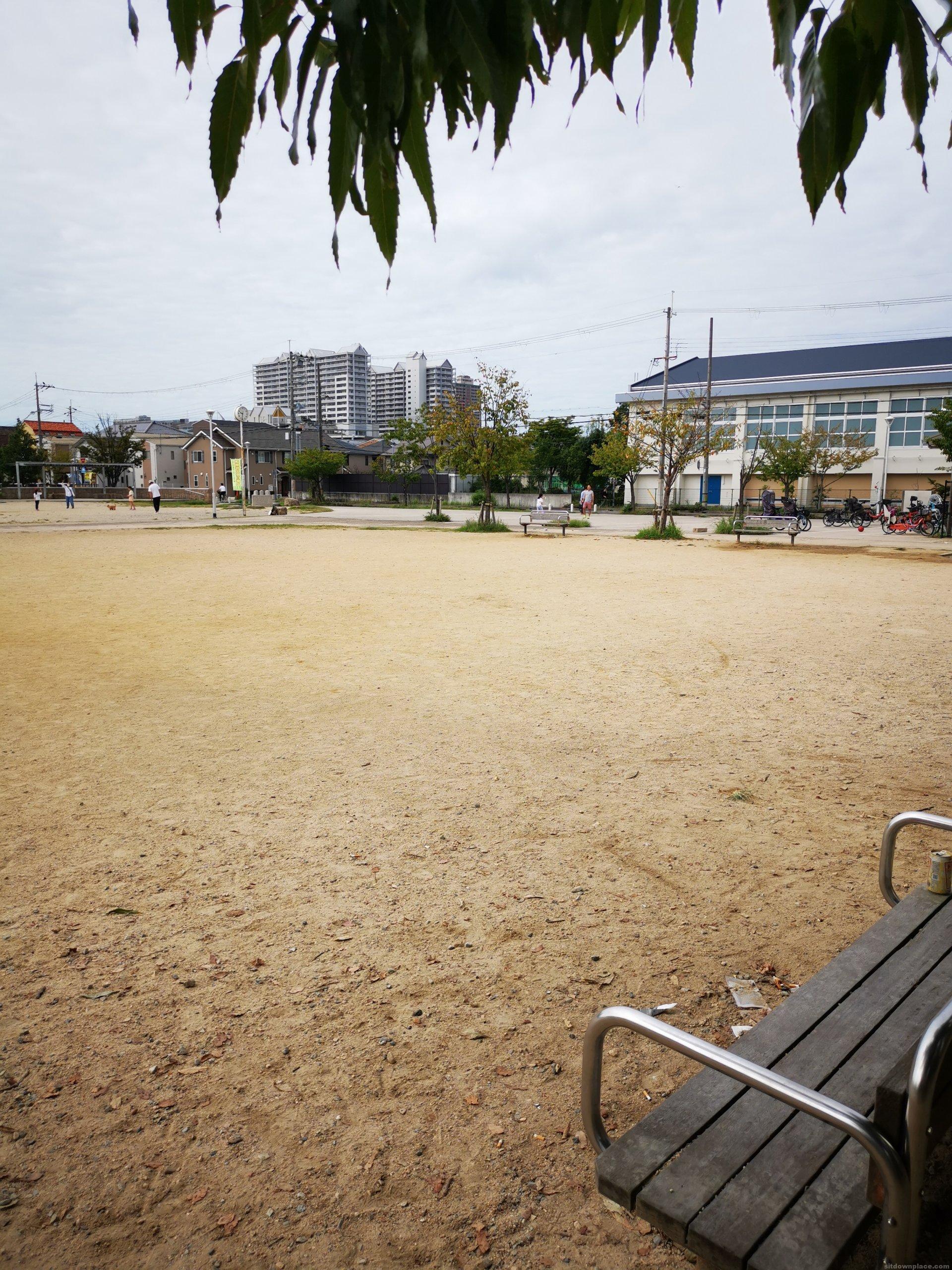 【門戸厄神駅】高木公園内の休憩場所1