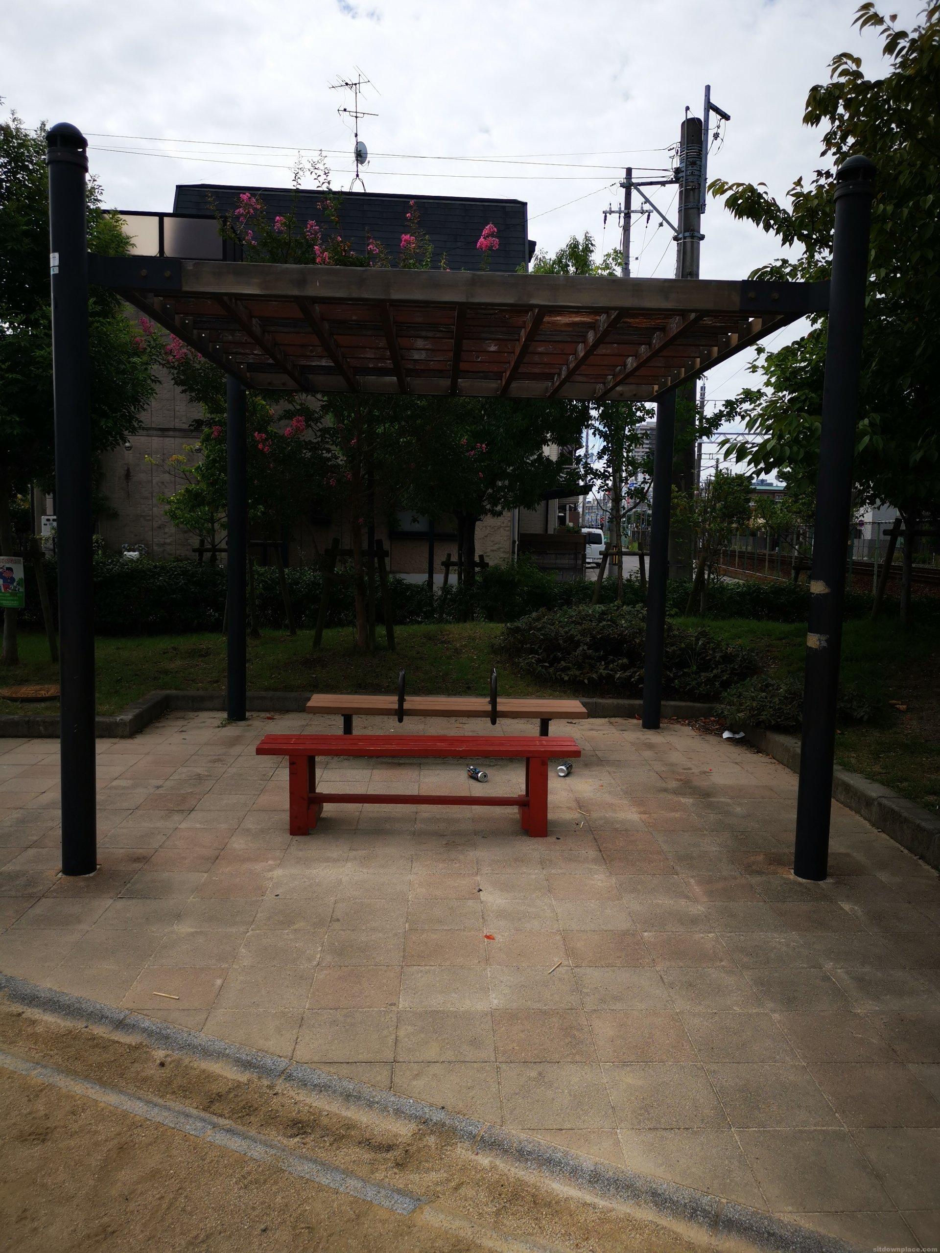 【門戸厄神駅】北口町1号公園の休憩場所1