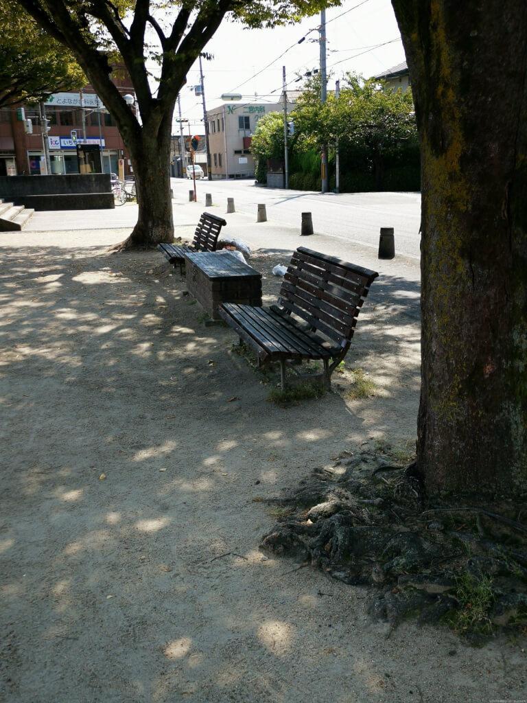 【新伊丹駅】駅前広場の休憩場所2