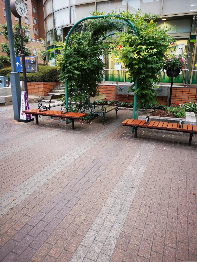 【宝塚駅】宝塚夢広場の休憩場所1