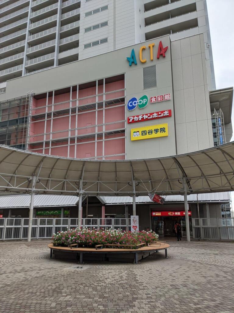 【西宮北口駅】アクタ西宮2F円形デッキの休憩場所1